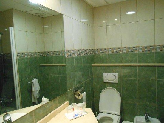 Hotel DC Xibana Park: bagno (con acqua calda ad ore)