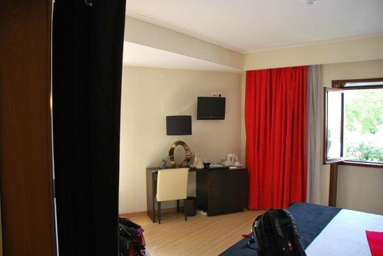 Hotel Lis Batalha Mestre Afonso Domingues: Very spacious room