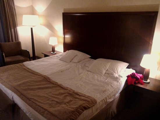 Krol Kazimierz Hotel: Really large bed
