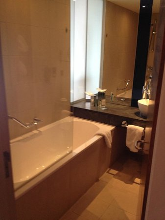Hilton Manchester Deansgate: Bathroom