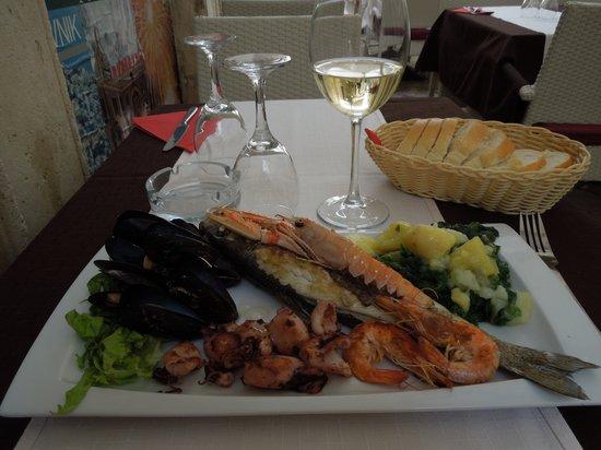 Konoba Pupo: Lovely fish and seafood platter