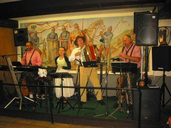 Drosselgasse: Live music at the evening time (Lindenwird, Wine Garden)