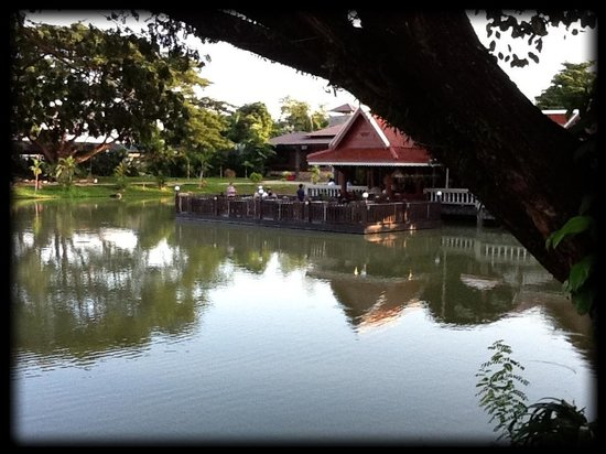 Kong Garden View Resort Chiang Rai: View lake/restaurant