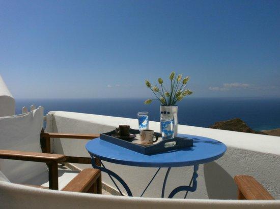 Anafi Greece Dream Studios: the deep blue with coffe morning
