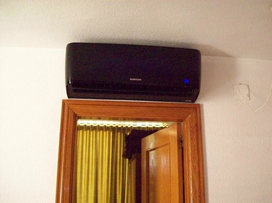 Maria Victoria Apartments: Aircon unit