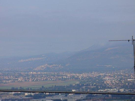 Il Terziere: Assisi e Spello viste dalla camera