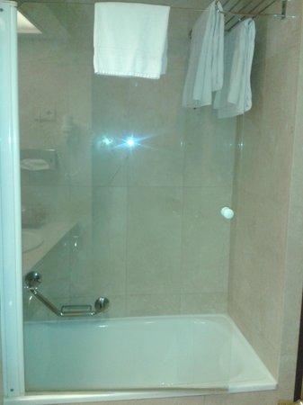 Sercotel Gran Hotel Conde Duque: Bath