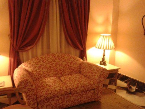 Sercotel Gran Hotel Conde Duque: Random seating area - very cute