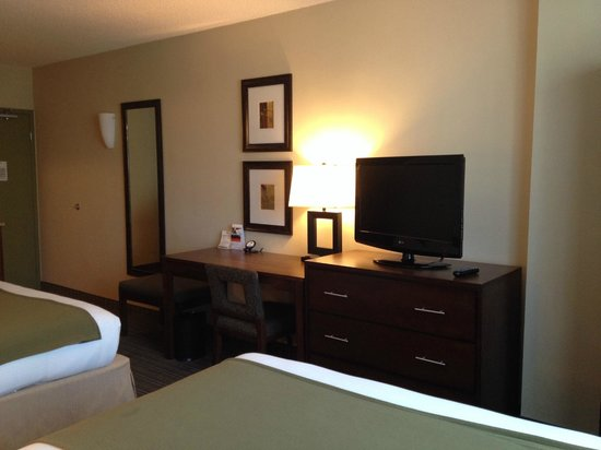 Holiday Inn Express Hotel & Suites Fort Worth Downtown : Room
