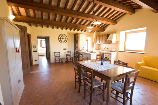 Il Borghetto al Poggio: Upstairs kitchen and living area