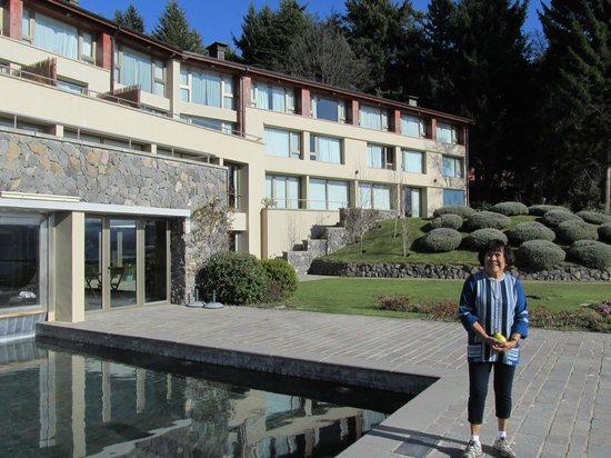 Lakeside view of El Casco Art Hotel