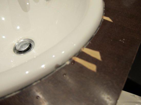 Petit Palace Arana: encimera del baño