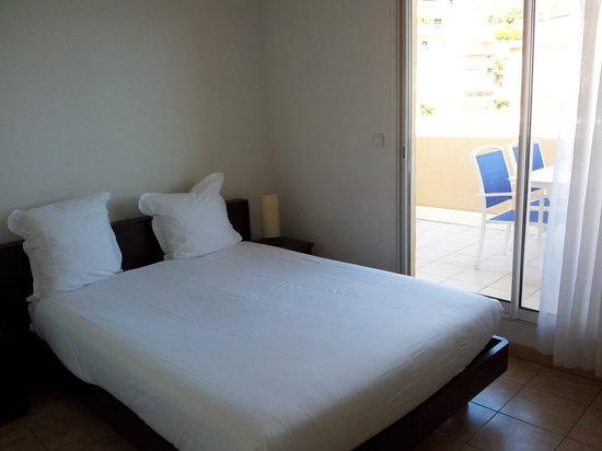 Appart'hôtel Odalys Les Jardins d'Elisa: Une des 2 chambres