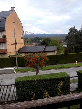 Frontera Pucon Hostel B&B : vista janela - vulcão
