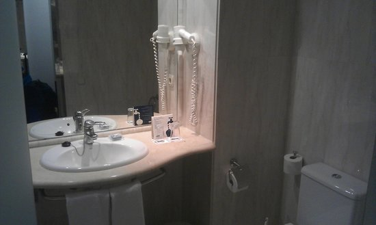 H10 Conquistador: Bathroom