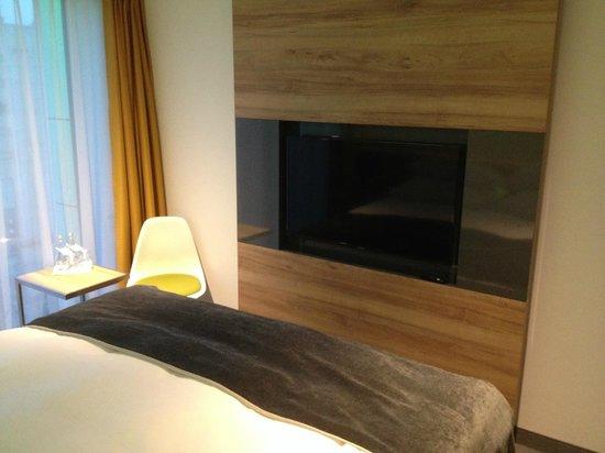Puro Hotel Krakow: TV