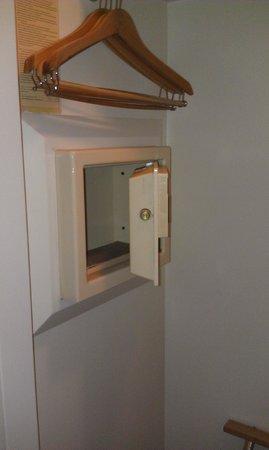 Beau Rivage Resort & Casino Biloxi: Safe in the closet
