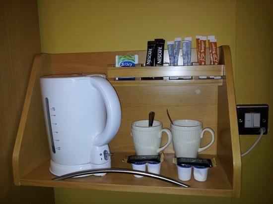 Maldron Hotel Derry: tea facility in room
