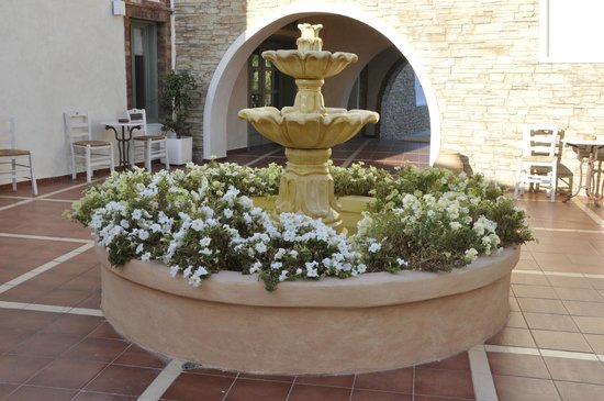 Porto Naxos Hotel : FOUNTAIN