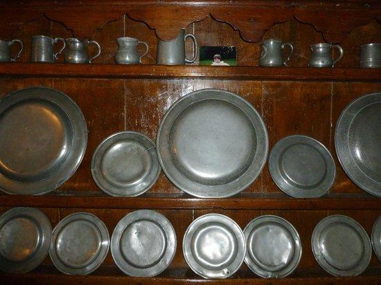 Dolgelynen Farmhouse Bed & Breakfast: Plate in the Sitting room
