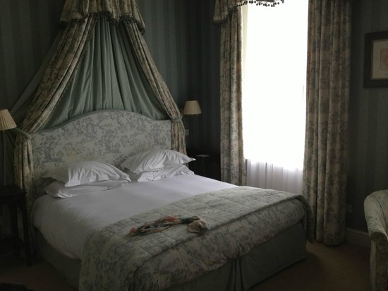 The Grange Hotel: Very comfortable bed