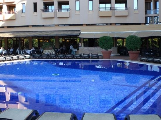 Dom Pedro Marina: Pool area and terrace