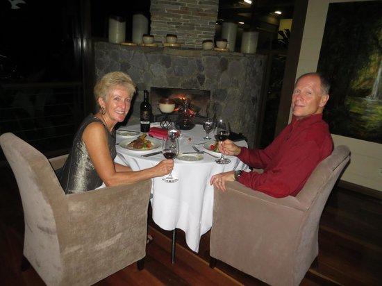 El Silencio Lodge & Spa: Dining by the fire