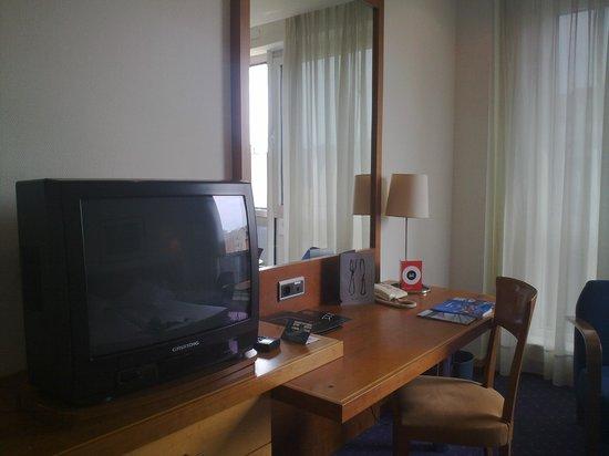 Abba Acteon Hotel: television de la II guerra mundial