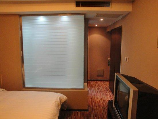 Rayfont Shanghai Nanpu Hotel: vista do quarto