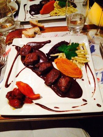 Le Dix Vins: Chevreuil sauce chocolat noir et poires