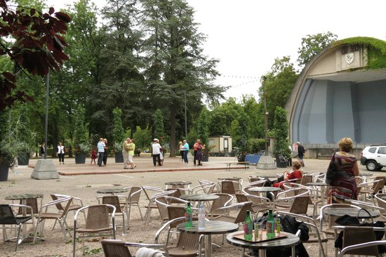 Parque Pepiniere: Music and dance in the parc