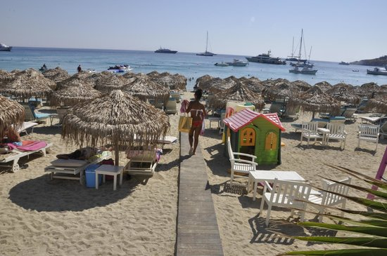 Platys Gialos, Grecia: YOU STEP OUT OF THE HOTEL AND ON TO THIS BEACH