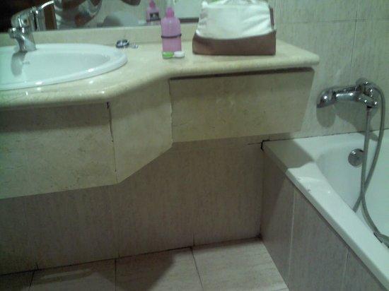 Hostal Gau Txori: el baño esta que se cae