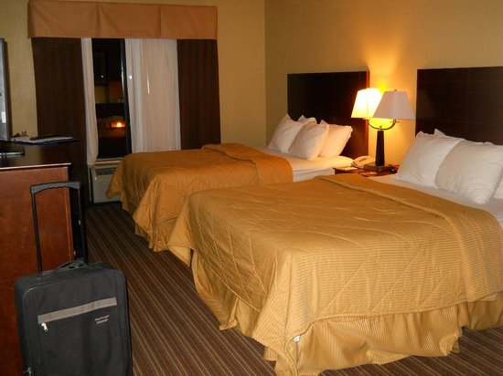 Comfort Inn : Our 2 queen bed room