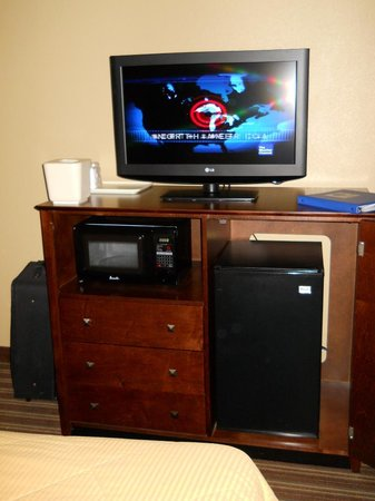 Comfort Inn : TV, frig and microwave