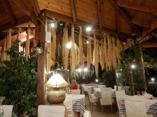 Mythos Restaurant : Lovely inside