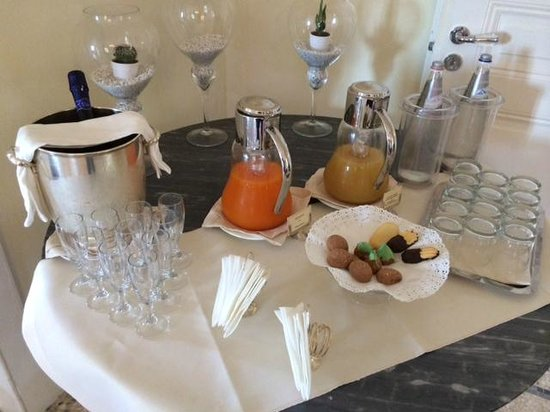 Villa La Vedetta: Champagne, hot tea and treats are always waiting for you!