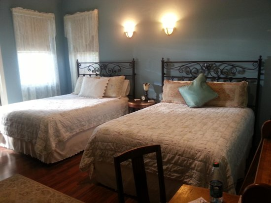 Virgil's Corner Bed & Breakfast: Virgil Earp & Lou's Room