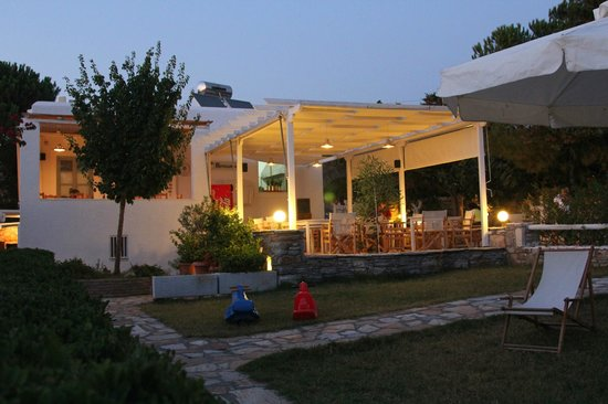 Scala Apartments and Studios: Our small taverna