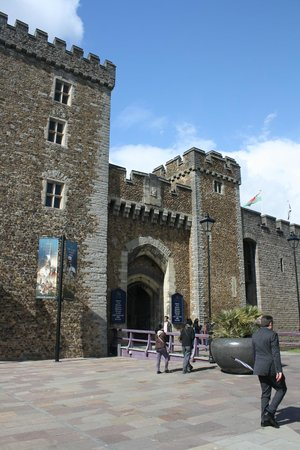 Cardiff Castle: Entrance to the Castle