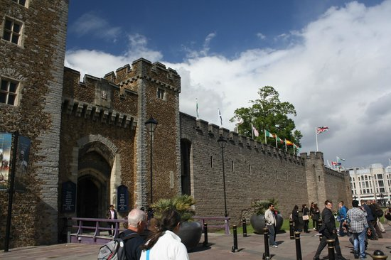 Cardiff Castle: Entrance Gate