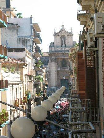 Hotel Gresi : Blick vom Balkon zum Marktplatz/zur Kirche