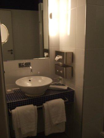 Hotel Santo: Bathroom