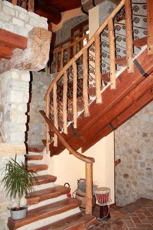 Agriturismo Arco delle Braine : La scalinata che conduce alle camere!!!