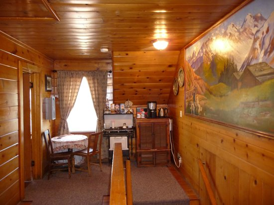 St. Bernard Lodge : early morning coffee area