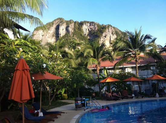 Aonang Villa Resort: The hotel pool
