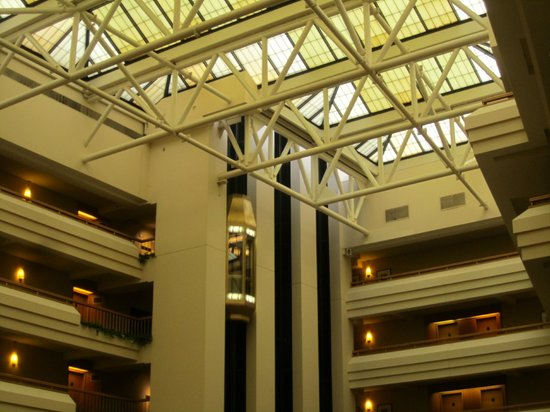 Hyatt Regency Bethesda: Inside - elevators, room, roof view above lobby