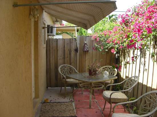 Miami Guest House: Private entry and patio