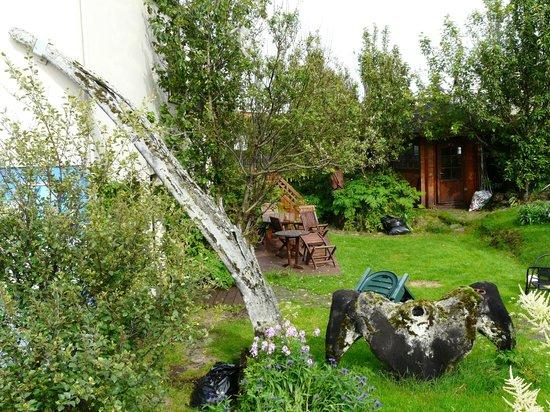 Hreidrid Guesthouse: Whale garden