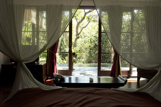 Gending Kedis Villas & Spa Estate: View of Pool from Bed